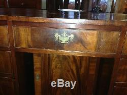 Antique American Mahogany Kneehole Desk With Poplar Secondary Wood. Late 1700s
