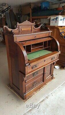 Beautiful Antique Victorian Walnut Cylinder Rolltop Desk from late 1800's