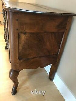 Late 18th or Early 19th century chest of drawers dresser commode