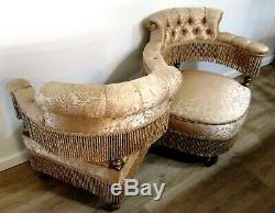 Late Victorian Original Eastlake Walnut tête-à-tête Courting Bench Seat Chair