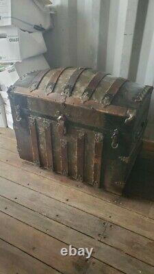 Womans camel back steamer trunk late 1800's early 1900's